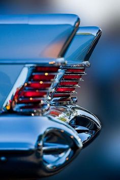 Fins and streamline as decorative elements in American car design during 40-50's - influenced by Art Deco