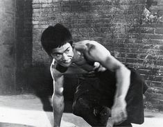 Way Of The Dragon, Enter The Dragon, Bruce Lee Workout, Bruce Lee Chuck Norris, Kung Fu Movies, Bruce Lee Photos, Star Wars, Martial Artist, Jackie Chan