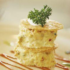 Milhojas de mousse de salmón - Recetas de Cocina - Telva.com Michelin Star Food, Food Decoration, Savoury Dishes, Food Presentation, Food Plating, Mousse, Catering, Food To Make, Brunch