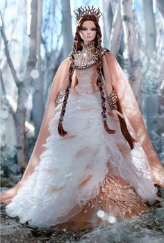 The second doll in the Faraway Forest™ Collection is a mythical beauty adorned in a gown with coppery branches, ruffled tiers of ethereal novelty knit, and a bodice wrapped in lace. Her crown, neckpiece, and shoes share the natural motif and are accented with a feather design. Bold armbands complete the look.