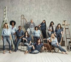plus size retailer retailer Torrid launched a size inclusive denim campaign featuring 11 styles of jeans shown on 11 different women across the brand's size 10 to 30 size range. Family Posing, Family Photos, Family Photography, Photography Poses, Children Photography, Group Photo Poses, Studio Family Portraits, Corporate Portrait, Modelos Plus Size