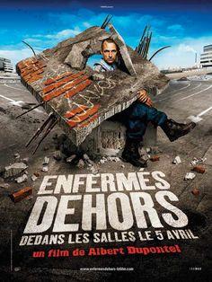 Enfermés dehors est un film de Albert Dupontel avec Albert Dupontel, Claude Perron. Synopsis : Un SDF trouve un uniforme de flic et le met pour manger dans les cantines de police...