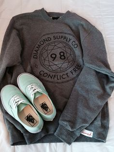 The jumper isn't something I'd usually go for but I love it. And those Vans oh my gosh, such a pretty colour