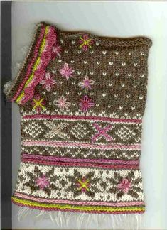 Ravelry: Fritt etter Setesdal pattern by Sidsel J. Fair Isle Knitting Patterns, Fair Isle Pattern, Knitting Stitches, Knitting Socks, Free Knitting, Knitted Hats, Knitting Machine, Punto Fair Isle, Crochet Phone Cover