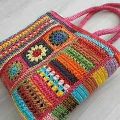 Scrap Crochet, Crochet Tote, Crochet Handbags, Crochet Purses, Cute Crochet, Crochet Crafts, Crochet Projects, Crochet Purse Patterns, Granny Square Crochet Pattern