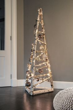 Cheap Christmas Ornaments, Wooden Christmas Tree Decorations, Pallet Christmas Tree, Christmas Light Displays, Christmas Card Crafts, Woodland Christmas, Rustic Christmas, Christmas Time, Alternative Christmas Tree