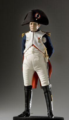 Estatuilla de Napoleón, como lo tengo que dibujar me vino al pelo encontrarla.