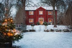 Here begins the Christmas season at the first advent. Then put the decorations up in the Red cottage on Selaön in Lake Mälaren. Swedish Cottage, Red Cottage, Swedish House, Cozy Cottage, Swedish Christmas, Scandinavian Christmas, Christmas Home, Winter Christmas, Merry Christmas