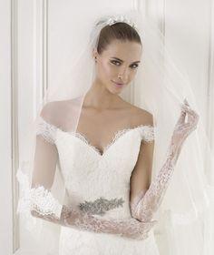 BATALA, Wedding Dress 2015 pronovias, love this top half.........x