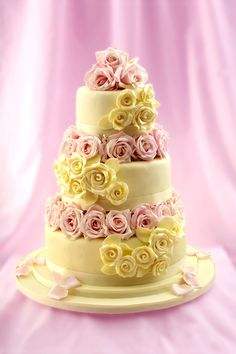Rose embellished #cake inspiration from the Little Venice Cake Company! Shop the LVCC range now at C+C: http://www.createandcraft.tv/search/little%20venice%20cake%20company?fh_location=//createandcraft/en_GB/$s=littleu0020veniceu0020cakeu0020company/brand_cc@gt;{little20venice20cake20company} #cakedecorating