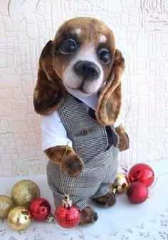 Свой магазинчик я не случайно назвала 'Пушистые друзья' Самые любимые персонажи- собаки и кошки. Такое количество пород и окрасов , столько идей и планов ! Сегодня хочу поделиться выкройкой таксы, по которой шила и шью свои игрушки...Такса Лапка ,сшита из иск. коротковорсового меха. По этой же выкройке сшит Рудик, только из плюша.