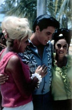 Elvis - posing with fans on set of Paradise Hawaiian Style 1966