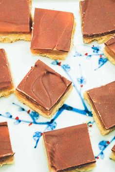 Hjemmelavet Twix opskrift Diy Snacks, Something Sweet, Sweet Desserts, Cakes And More, Yummy Cakes, Cake Recipes, Sweet Tooth, Deserts, Sweets
