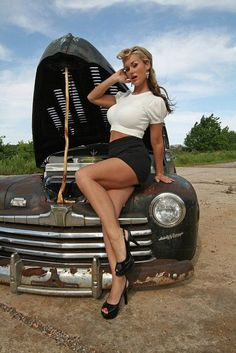 46 Ford hot rod and beautiful babe Looks Rockabilly, Rockabilly Fashion, Rockabilly Artists, Rockabilly Girls, Pin Up Girls, Car Girls, Rat Rods, Poses, Pin Up Car