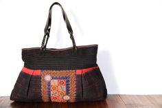 Original et hors du commun ce sac de fille en toile indigo avec un sublime empiècement de porte bébé