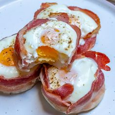 These Bacon + Egg Breakfast Cups are Meal Prep Winners! Breakfast Cups, Clean Eating Breakfast, Breakfast For Kids, Breakfast Recipes, Brunch Recipes, Breakfast Ideas, Bacon Egg Cups, Bacon Dishes, Bacon Wrapped Appetizers