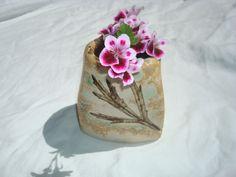 Petit vase en grès. En vente sur ALM: http://www.alittlemarket.com/accessoires-de-maison/fr_vase_en_ceramique_gres_avec_impressions_de_feuilles_-14577897.html