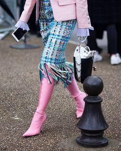 @jiyoungkim6364 details leaving @chanelofficial FW17 Paris Fashion Week  by #chrissmart  www.csmartfx.com  #PFW #PFW17 #AW17 #FW17 #StreetStyle #Fashion #FashionWeek #paris #parisfashionweek #moda #mode #ootd #fashionlook #womensfashion #beauty #street #womenswear #chic #style #pfw2017 #chanel #balenciaga
