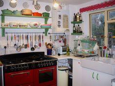 Good green shelves and white sink. Kitchen Redo, Kitchen Items, New Kitchen, Vintage Kitchen, Kitchen Design, Kitchen Stuff, Kitchen Utensils, Home Kitchens, Retro Kitchens