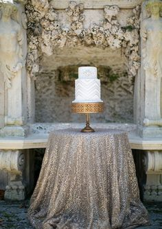 These high end SILVER Sequin Tablecloths are ideal on the head or sweetheart table and absolutely SPECTACULAR on all the tables adding both texture and sparkle to create an unforgettable ambiance.