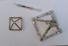 Pirámides de energía y lápiz de cuarzo