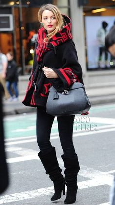 Blake Lively rocks yet another gorgeous maternity ensem directly from her Preserve lifestyle site!