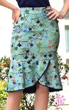 Saia midi evangélica sol da terra 03432 in 2020 Latest African Fashion Dresses, African Print Fashion, African Attire, African Dress, African Print Skirt, Classy Dress, Skirt Outfits, Summer Dresses, Summer Skirts