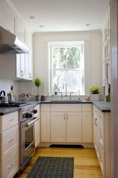 Galley Kitchen Remodel Ideas (Small Galley Kitchen Design, Makeovers, and Plans), – Indian Living Rooms Small Kitchen Makeovers, Small Kitchen Ideas On A Budget, Small Kitchen Renovations, Galley Kitchen Design, Galley Kitchen Remodel, Small Apartment Kitchen, Kitchen Designs, Open Kitchen, Nice Kitchen
