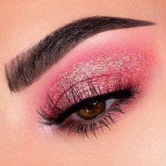 Light pink makeup looks have always been eye-catching. With pink smokey eye tutorial, here you would find various pink makeup ideas you could opt for. Eye Makeup Glitter, Pink Makeup, Cute Makeup, Pretty Makeup, Makeup Art, Hair Makeup, Simple Makeup, Makeup Eye Looks, Eyeshadow Looks