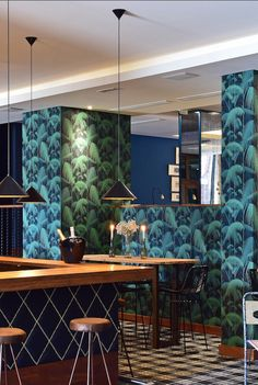 Hotel Pestana Vintage Porto. With wallpaper palm jungle by cole & son: www.tapetenagentur.de/Tapeten/Palm-Jungle--col-03.html