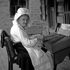 knott's berry farm, august 1958 buena park, california aunt nellie playing a dulcimer