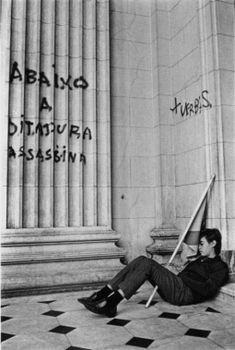 Abaixo a ditadura assassina.