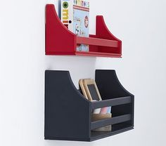 Book/magazine shelf for the top bunk.