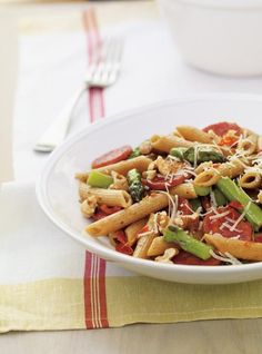 Whole Wheat Penne with Asparagus and Chorizo Recipes Chorizo Recipes, Yummy Pasta Recipes, Dinner Recipes, Healthy Recipes, Dinner Ideas, Ricardo Recipe, Confort Food, Asparagus Pasta, Parmigiano Reggiano