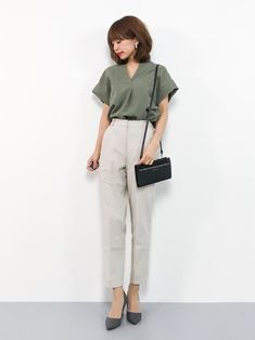 Discover recipes, home ideas, style inspiration and other ideas to try. Office Fashion Women, Work Fashion, Fashion Outfits, Emo Fashion, Fashion Styles, Street Fashion, Casual Work Outfits, Office Outfits, Uniqlo Women Outfit