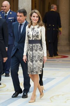 Queen Letizia of Spain Photos - Princess Letizia of Spain (C) attends the Gold Medals of Merit in Fine Arts 2013 ceremony at the El Pardo Palace on December 2013 in Madrid, Spain. - Spanish Royals Attend Gold Medals of Merit in Fine Arts Modest Dresses, Modest Outfits, Classy Outfits, Modest Fashion, Fashion Dresses, Hollywood Fashion, Royal Fashion, Princess Letizia, Queen Letizia