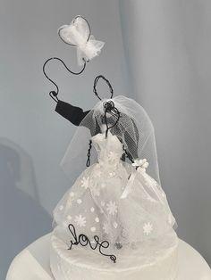 Silver Weddings, Rustic Weddings, Unique Wedding Cakes, Beautiful Wedding Cakes, Reception Ideas, Reception Decorations, Balloon Wedding, Groom Cake, Wedding Cake Toppers