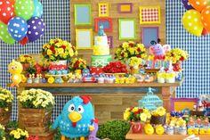 Que perfeição esta Festa da Galinha Pintadinha!!Uma decoração incrivel e rica nos detalhes.Imagens Bete Sichieri @betesichieriLindas ideias e muita inspiraç&atild...
