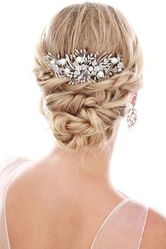 editorial-joias-acessorios-cabelo-noivas-miguei-alcade-03 Wedding Hair And Makeup, Bridal Hair, Hair Makeup, Short Hair Styles, Natural Hair Styles, Special Occasion Hairstyles, Wedding Hair Inspiration, How To Make Hair, Bride Hairstyles