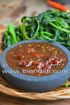 Blog Diah Didi berisi resep masakan praktis yang mudah dipraktekkan di rumah. Indonesian Sambal Recipe, Indonesian Cuisine, Indonesian Recipes, Food N, Food And Drink, Diah Didi Kitchen, Malay Food, Vegetarian Recipes, Cooking Recipes