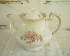 Brocante Vintage China, Vintage Tea, Cute Tea Cups, Teapots Unique, Antique Roses, My Cup Of Tea, Rose Cottage, Chocolate Pots, Tea Cup Saucer