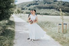 Top Wedding Trends, Wedding Pictures, Bridesmaid Gifts, Wedding Accessories, Wedding Ceremony, Photographers, Wedding Decorations, Groom, White Dress