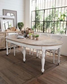 Shrewd campaigned french shabby chic dining room Our gift – Table Ideas Shabby French Chic, Shabby Chic Dining Room, Shabby Chic Kitchen, Rustic Wood Furniture, Distressed Furniture, Comedor Shabby Chic, Shabby Chic Zimmer, Dinning Room Tables, White Oval Dining Table