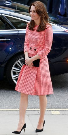 Visit to the XLP project in London, the Duchess donned a tweed checked skirt and top by small British label Epinone. She finished off her outfit with her trusty black suede heels and a matching clutch.
