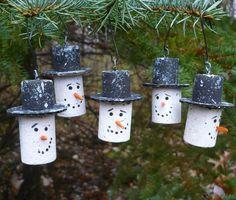 Snowman Ornaments-SET of 3-Christmas Tree Ornaments-Wine Cork   Etsy Cork Christmas Trees, Snowman Christmas Ornaments, Christmas Wine, Snowman Crafts, Snowflake Ornaments, Sock Snowman, Snowman Faces, Snowman Wreath, Snowman Decorations