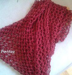 En verano, y depende donde vivas, es más difícil lucir prendas tejidas. En mi caso Madrid tiene menos opciones , con facilidad pasamos del a... Crochet Onesie, Poncho Au Crochet, Crochet Shawls And Wraps, Knitted Shawls, Baby Blanket Crochet, Lace Knitting, Knitting Patterns, Knit Crochet, Crochet Patterns