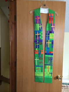 Stole constructed with crosses made by members of a church's prayer shawl/quilt guild ministry, from fabrics used in that church's paraments. Fabric Art, Fabric Crafts, Prayer For Church, Altar Design, Prayer Shawl, Church Banners, Church Crafts, Kirchen, Quilt Patterns