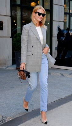 rosie huntington-whiteley outfit with plaid blazer and jeans Blazer Jeans, Plaid Blazer, Blazer Outfits, Basic Outfits, Fall Outfits, Stylish Outfits, Cream Blazer Outfit, Rosie Huntington Whiteley, Pacsun