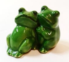 Figurine Ceramic Pottery Statue Miniature Animal Couple Frogs