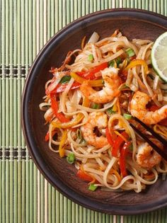 Recept: Nudle s krevetami phad wun sen Stir Fry Recipes, Curry Recipes, Asian Recipes, Healthy Recipes, Ethnic Recipes, 30 Minute Meals, Quick Meals, Shrimp Rice Noodles, Low Carb Cheesecake Recipe